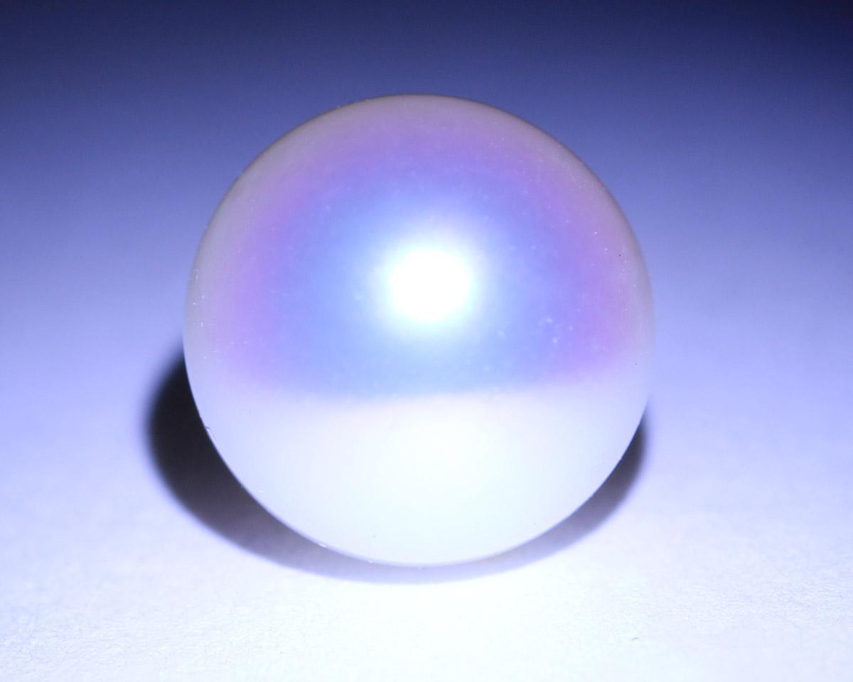 てりの良い真珠に現れる干渉色