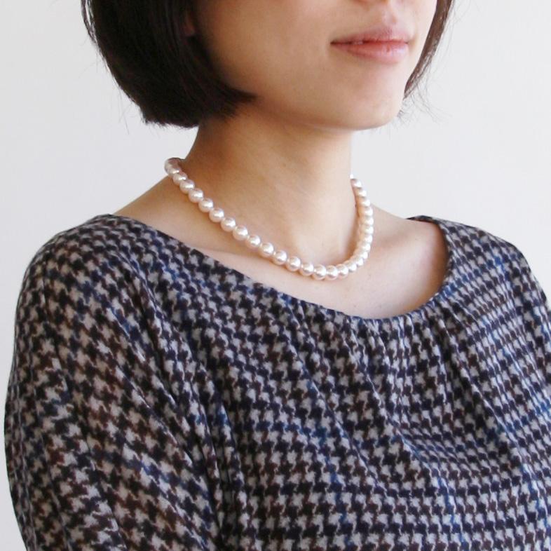 簡単な礼服とパールネックレス