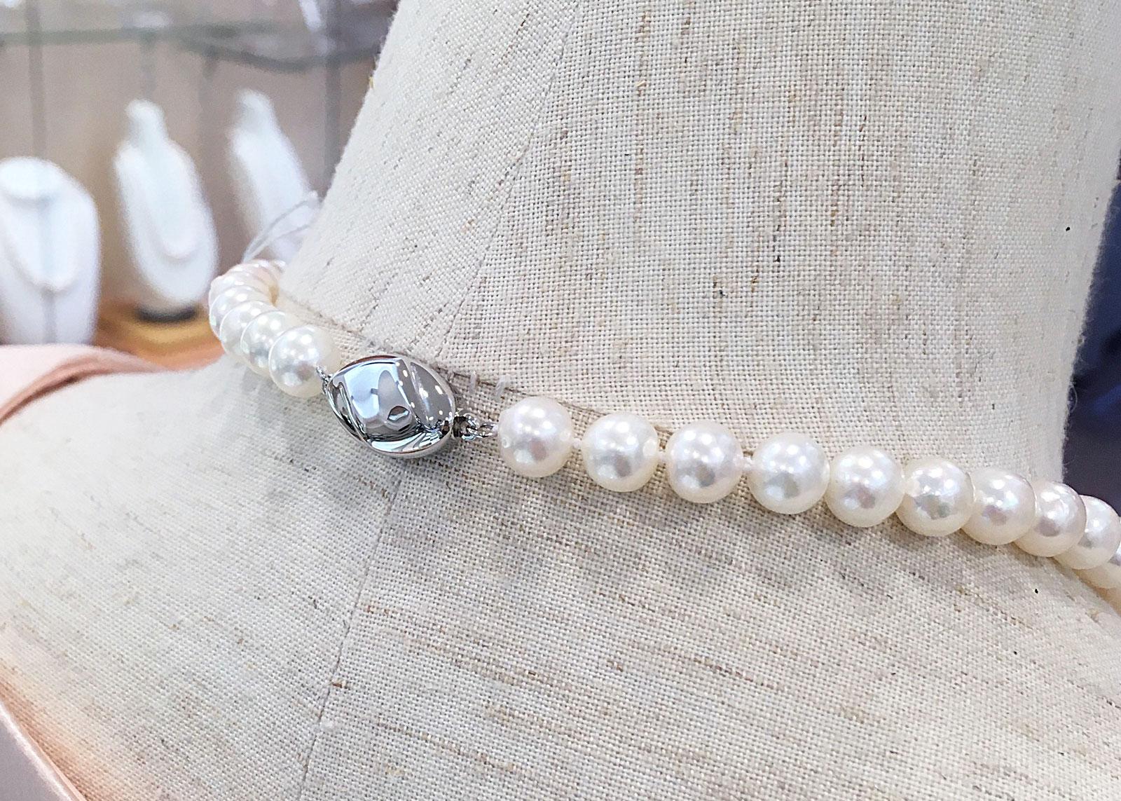 真珠の留め具クラスプ